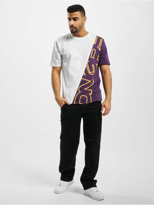 Dangerous DNGRS T-skjorter Queer hvit