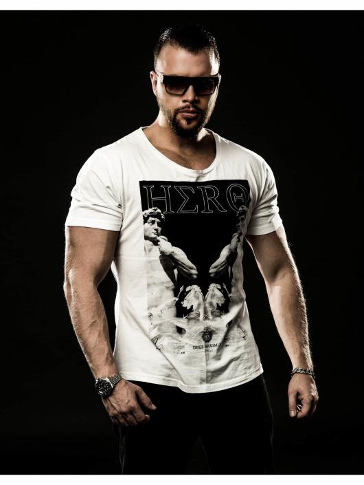 Deus Maximus T-paidat Hero valkoinen