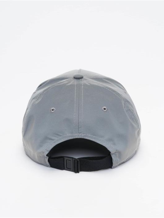 FILA Snapback Cap Bianco Reflective Linear Logo grau