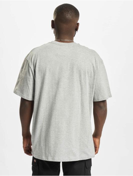 Fubu Camiseta Script Essential gris