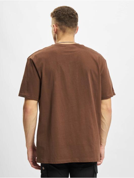 Fubu Camiseta Script Essential marrón