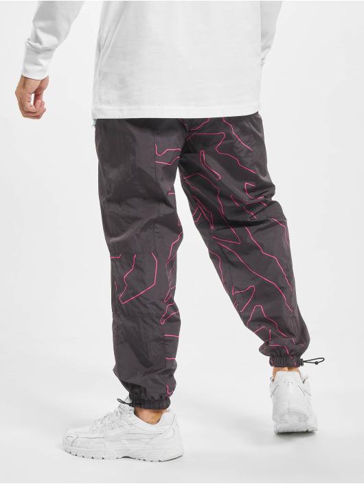 Grimey Wear Jogging kalhoty Mysterious Vibes čern