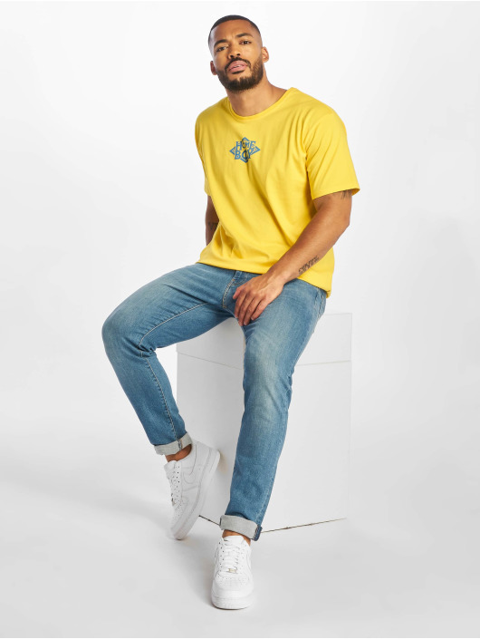 Homeboy t-shirt The Bigger Homie Nappo Logo geel