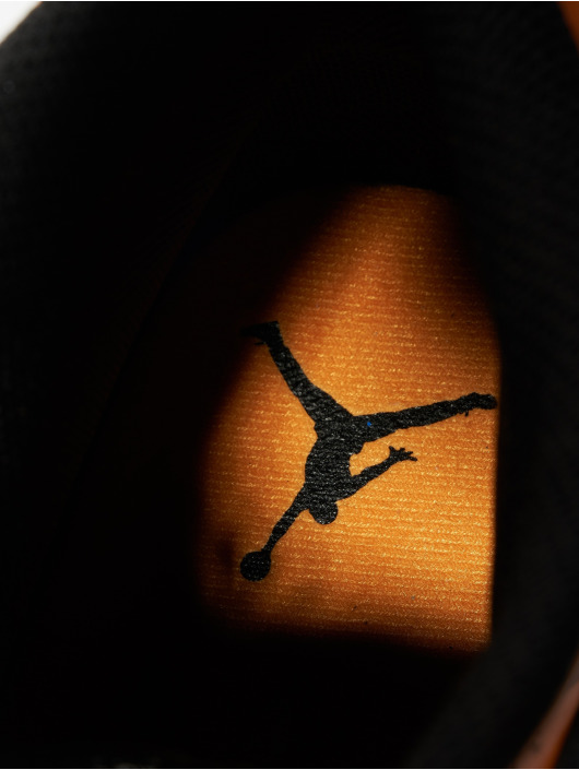 Jordan Snejkry Air Jordan 1 Mid čern