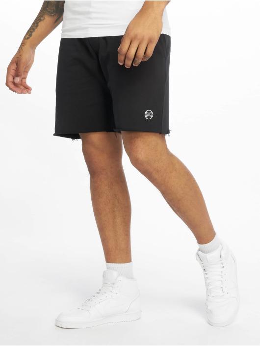 K1X Pantalón cortos Color negro