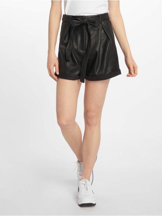 Missguided Шорты Faux Leather Belted черный