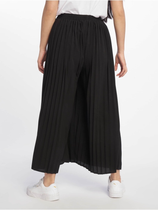 Missguided Chino pants Pleated black