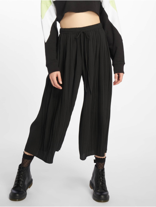 Missguided Chino Petite Pleated zwart