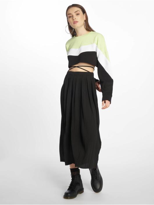 Missguided Pantalon chino Petite Pleated noir