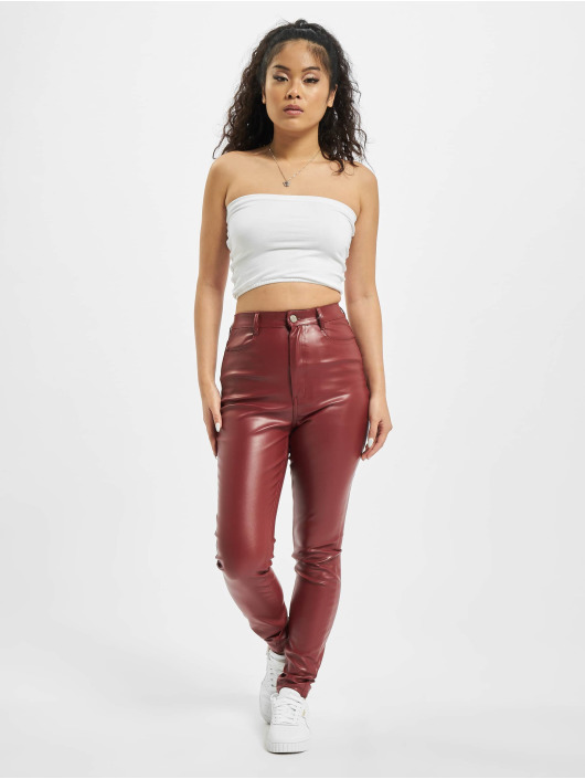 Missguided Pantalon chino Faux Leather rouge
