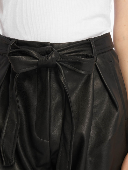 Missguided Pantalón cortos Faux Leather Belted negro