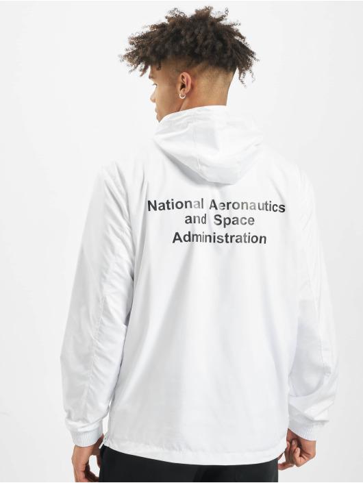 Mister Tee Prechodné vetrovky NASA Worm Logo biela