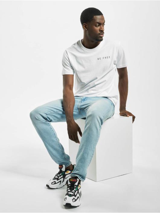 Mister Tee T-paidat Be Free Stay Wild valkoinen