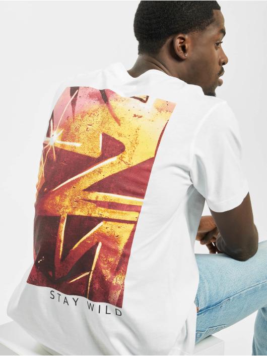Mister Tee T-shirt Be Free Stay Wild vit