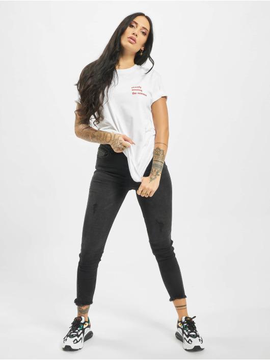 Mister Tee T-shirts Missing Summer hvid