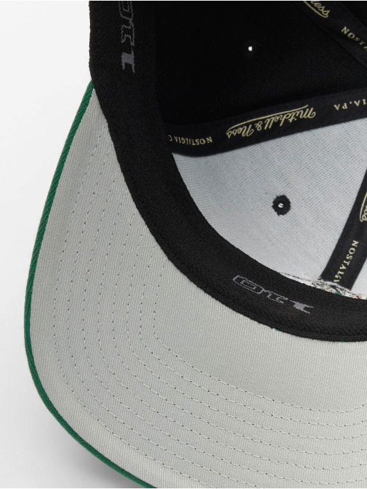 Mitchell & Ness Кепка с застёжкой NBA Boston Celtics 110 2 Tone черный