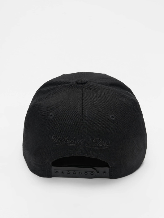 Mitchell & Ness Snapback Cap NBA Chicago Bulls 110 Black On Black black