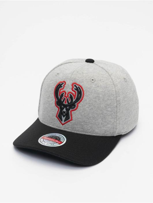 Mitchell & Ness Snapback Cap 186 Redline Milwaukee Bucks grau