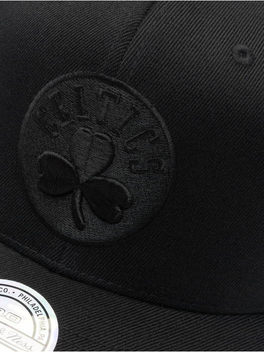 Mitchell & Ness Snapback Cap NBA Boston Celtics 110 Black On Black nero