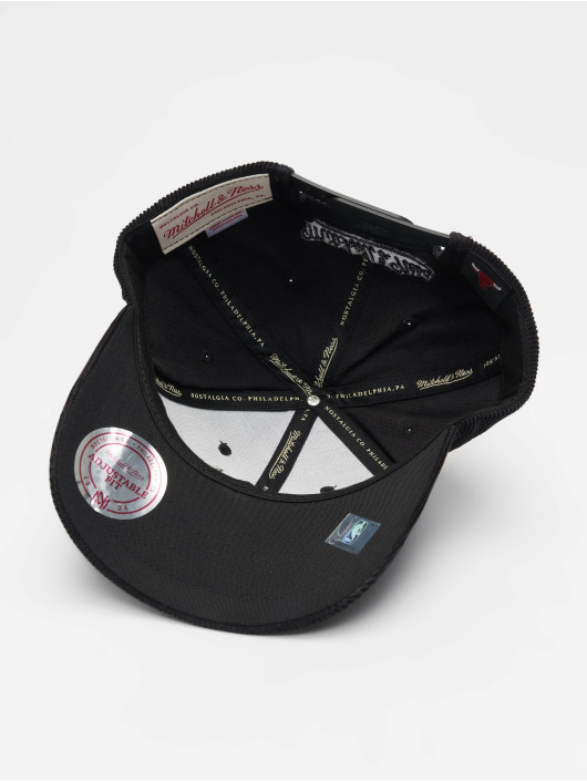 Mitchell & Ness Snapback Cap NBA Chicago Bulls Cord Curved schwarz