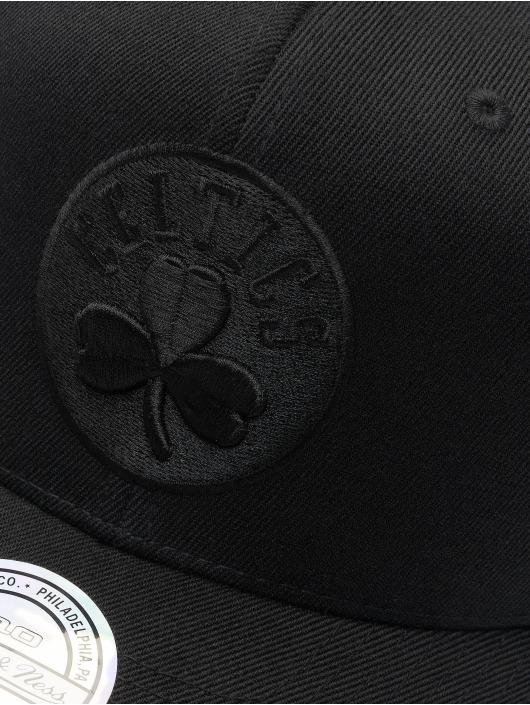 Mitchell & Ness Snapback Cap NBA Boston Celtics 110 Black On Black schwarz