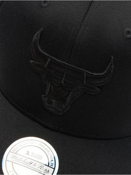Mitchell & Ness Snapback Cap NBA Chicago Bulls 110 Black On Black schwarz