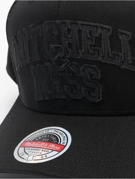 Mitchell & Ness Snapback Cap Black Out Arch Redline Branded schwarz