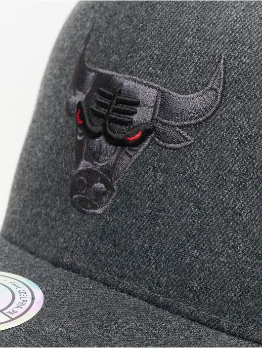 Mitchell & Ness Snapback Caps NBA Chicago Bulls Decon šedá