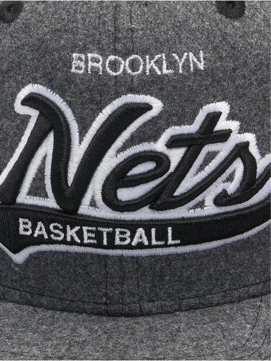 Mitchell & Ness Snapback Caps NBA Brooklyn Nets Melton COD šedá