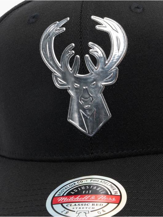 Mitchell & Ness Snapback Caps Cyber Redline Milwaukee Bucks czarny