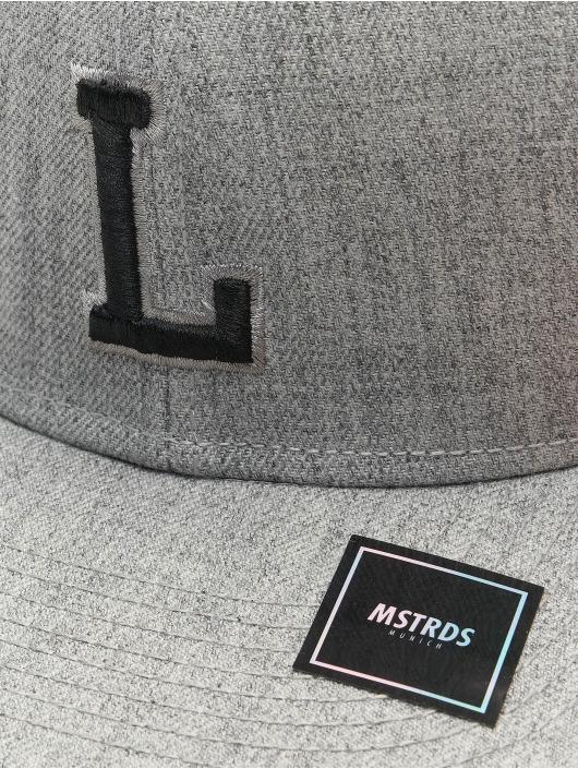 MSTRDS Snapback L Letter šedá