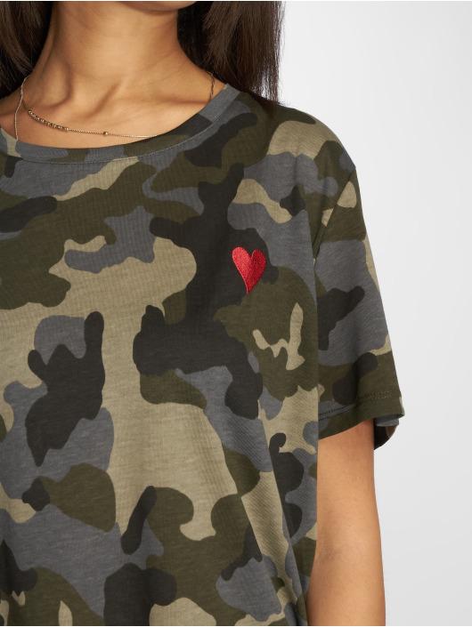 NA-KD Camiseta Heart camuflaje