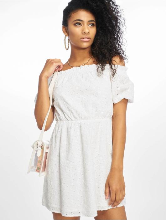 vit off shoulder klänning