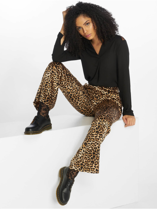 NA-KD Pantalon chino Flared Shiny Leo brun