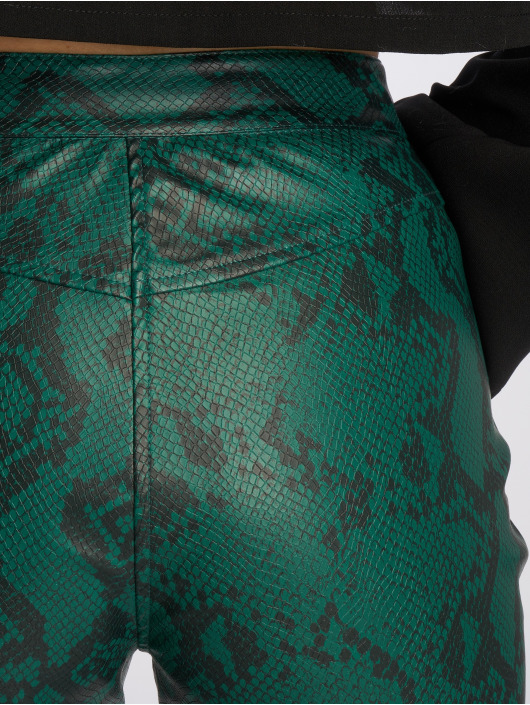 NA-KD Pantalon chino Snake Printed PU vert