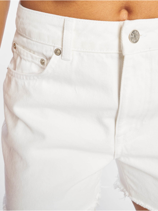 NA-KD Short Raw Hem High Waist Denim white