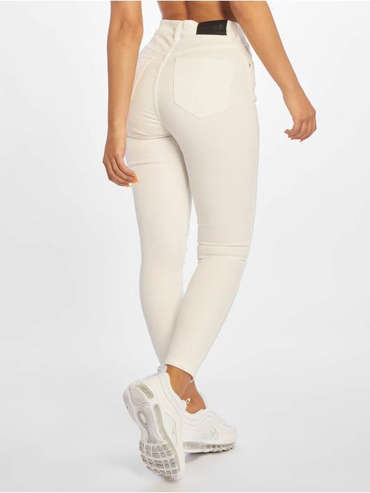 NA-KD Skinny Jeans Chewed Hem bialy
