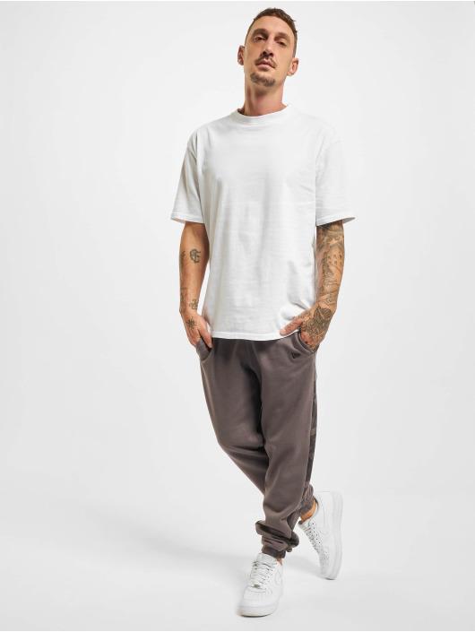 New Era Спортивные брюки Geometric Camo серый