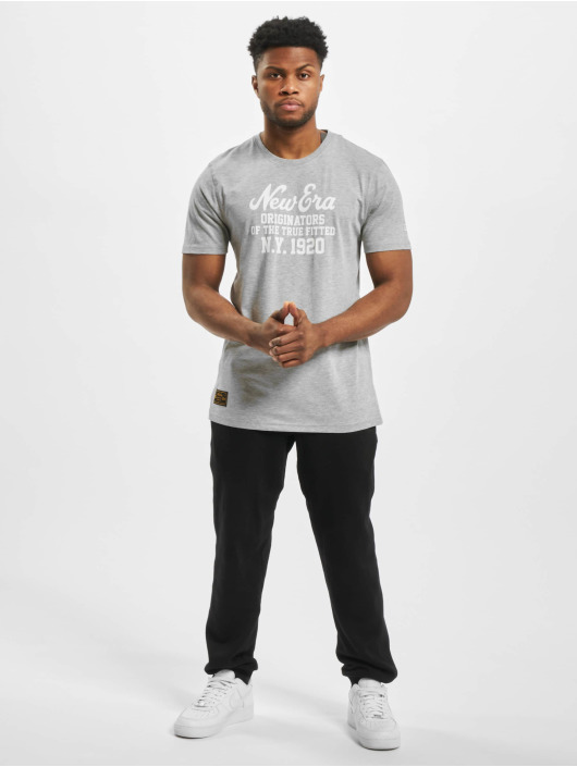 New Era Camiseta Established Heritage gris