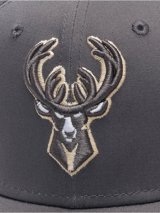 New Era Casquette Flex Fitted NBA Milwaukee Bucks Gray Pop 39Thirty gris