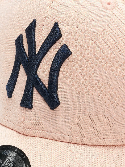 New Era Casquette Snapback & Strapback MLB NY Yankees Engineered Plus 9Forty rose