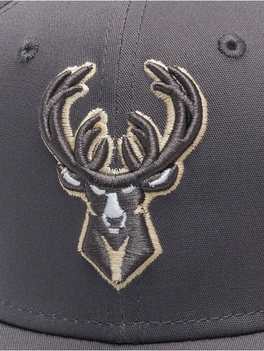 New Era Flexfitted Cap NBA Milwaukee Bucks Gray Pop 39Thirty šedá