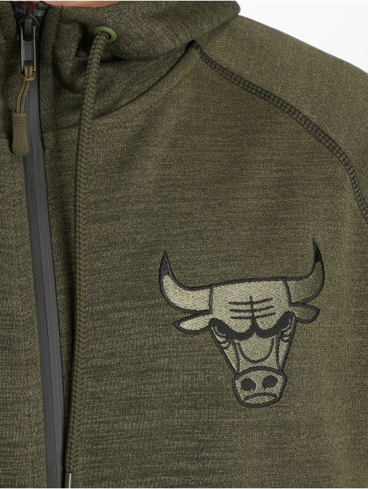 New Era Hoody NBA Engineered Fit Chicago Bulls olive