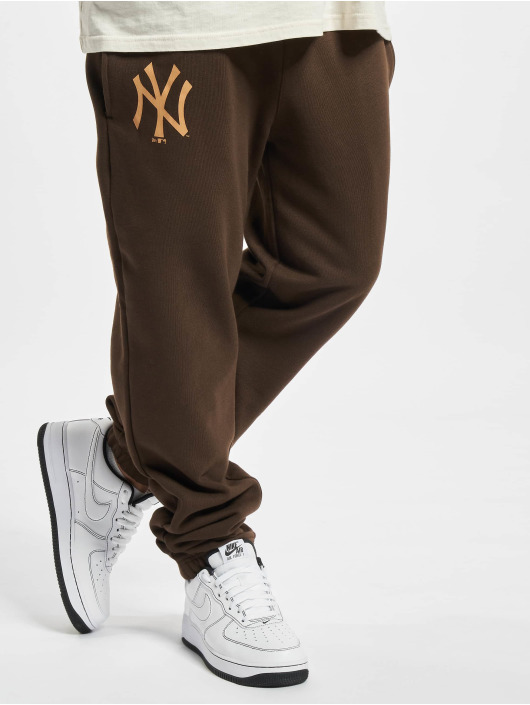 New Era Joggingbyxor MLB NY Yankees Seasonal Logo Relaxed brun