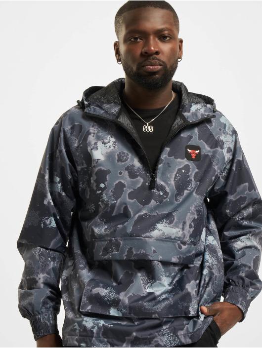 New Era Lightweight Jacket NBA Chicago Bulls Outdoor Utility AOP grey