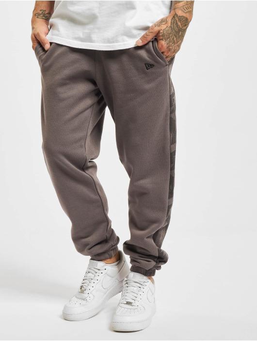 New Era Pantalón deportivo Geometric Camo gris