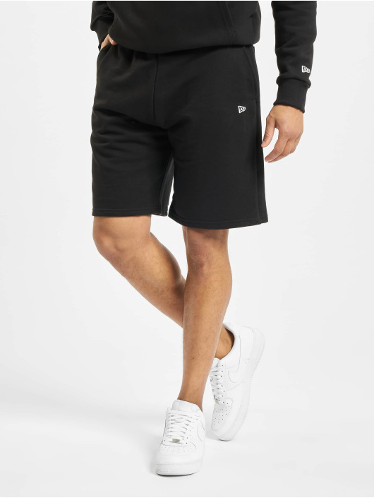 New Era Shorts Heritage svart