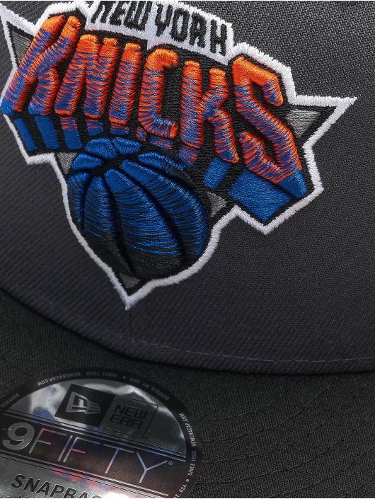 New Era Snapback NBA20 New York Knicks City Alt EM 9Fifty šedá