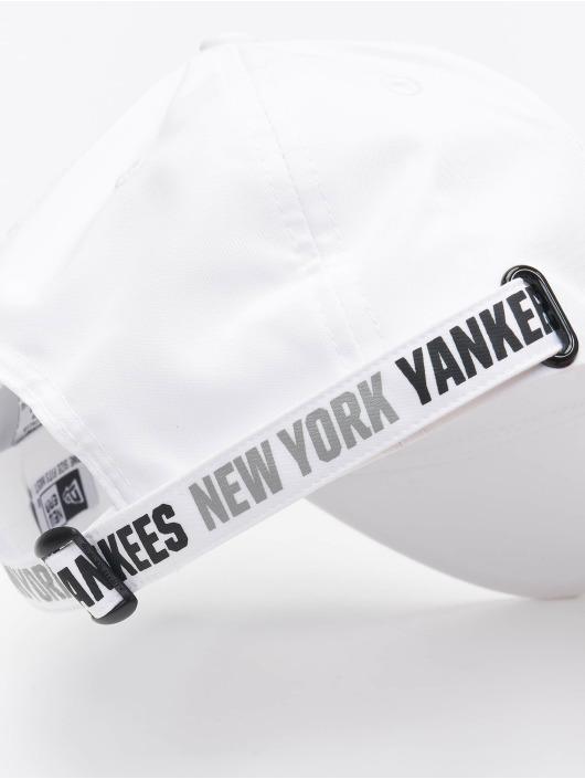 New Era Snapback Cap Tech Fabric Licensed 9Forty bianco