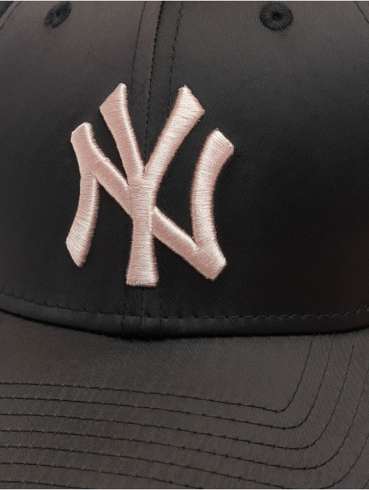 New Era Snapback Cap MLB NY Yankees Satin 9Forty black